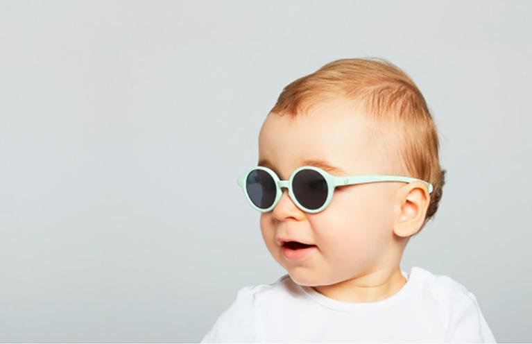 目を守る紫外線対策!オシャレだけじゃない子供用サングラス