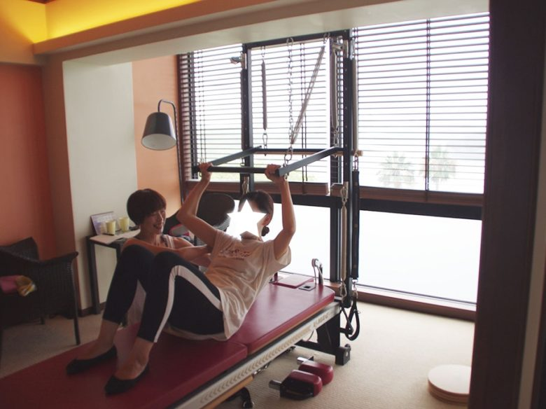 腹筋の力で脊柱を動かす