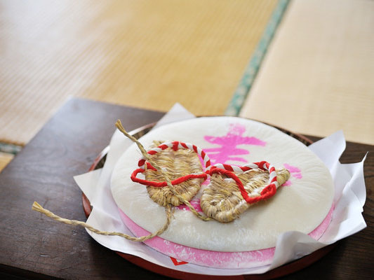 1歳のお誕生日のお祝い 古くからある伝統行事の「餅踏みと選び取り」って何?
