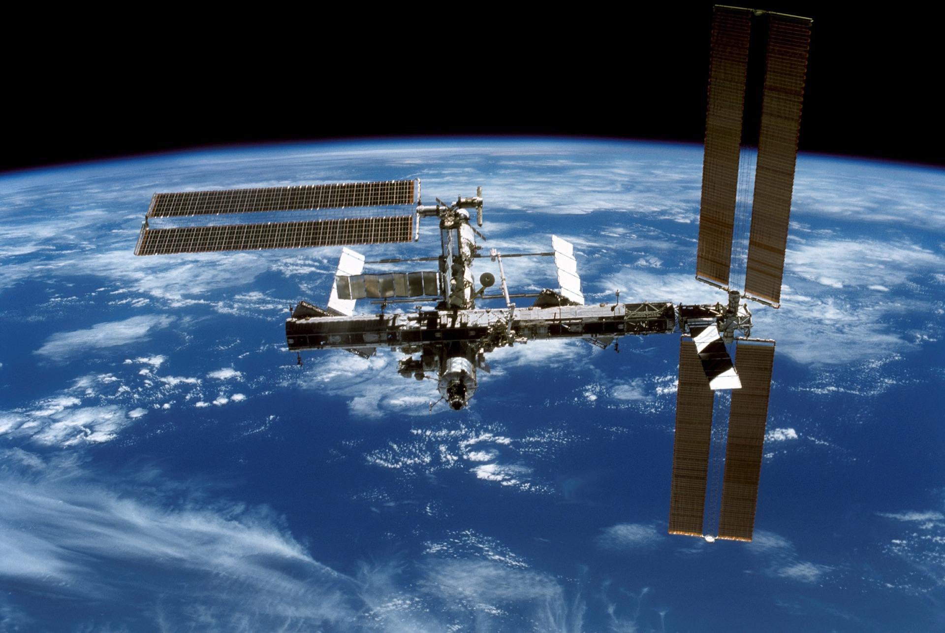 ワーママのための子育て情報WEBマガジンKarafuru(からふる) ISS画像